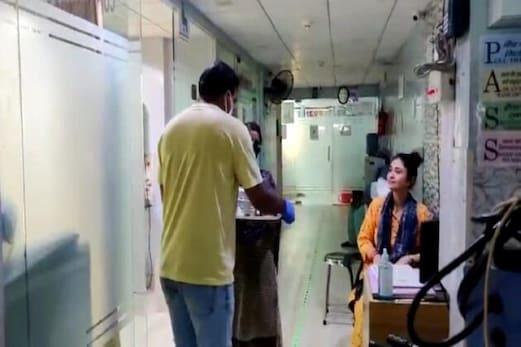 #HumanityFirst: شوہر۔بیوری اپنی جمع پونجی رقم سے ضرورتمندوں اور اسپتالوں میں پہنچا رہے ہیں سحری اور افطار