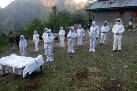 جموں و کشمیر : لائن آف کنٹرول کے نزدیک آباد علاقہ کرناہ سیکٹر میں کورونا کی دستک ، خاتون کی موت