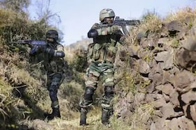 کشمیر کے پلوامہ میں سیکورٹی فورسز اور ملی ٹنٹوں کے درمیان ہوا انکاؤنٹر