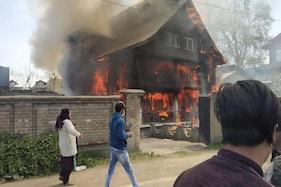 جموں وکشمیر:خاتون کی خودکشی کے بعد مائیکہ والوں نے سسرال میں لگادی آگ، جانئے کیا ہے معاملہ