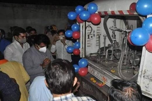 مدھیہ پردیش : اسپتال کرتے رہے انتظار اور بی جے پی لیڈر آکسیجن ٹینکر کی کرتے رہے پوجا ، مچا ہنگامہ