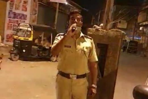 کورونا کا قہر : ممبئی پولیس کے ایک اہلکار نے دل چھولینے والے انداز میں کی اپیل ، تراویح کی نماز کے بعد کورونا کے خاتمہ کیلئے کریں دعا ، دیکھئے وائرل ویڈیو