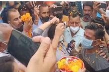 سی آر پی ایف کوبرا کمانڈو راکیشور سنگھ منہاس پہنچے اپنے آبائی گھر، لوگوں نے برسائے پھول