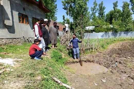 تین معصوم بچوں کے گہرے گڈھے میں گر جانے سے موت، علاقے میں ماتم کا ماحول