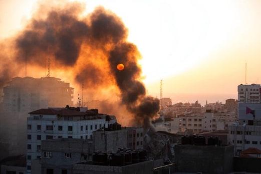 جنگ میں اب تک59 لوگوں کی موت، اسرائیل نے کہا، دشمن کو اب خاموش کرکے ہی لیں گے دم، حماس بولا، ہم بھی تیار