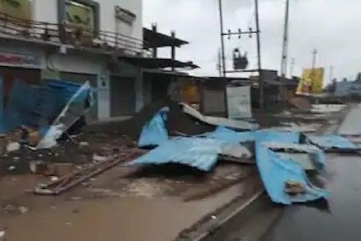 گجرات میںCyclone Tauktae سے13 افراد ہلاک،16000 مکانات تباہ، سیکڑوں درخت اور بجلی غل