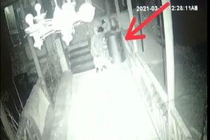 دو لوگوں نے مسجد میں گھس کر کی بیحد گھنونی حرکت، سی سی ٹی کیمرے میں سب ہو گیا قید، گرفتار
