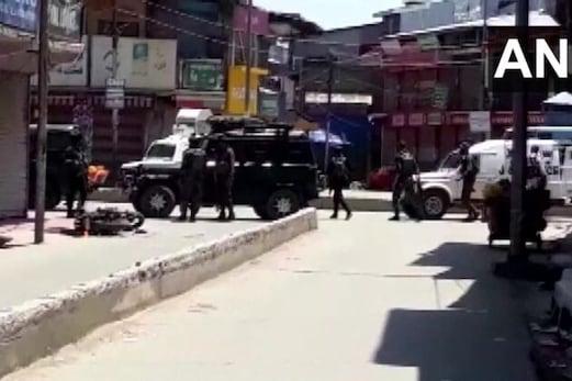 جموں۔کشمیر: سوپور میں جوانوں پر دہشت گردانہ حملہ، دو پولیس اہلکار شہید اور  2عام شہری کی موت