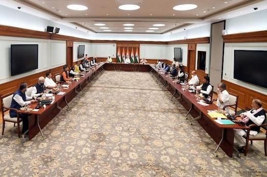 جموں و کشمیر کی سیاسی پارٹیوں سے ملاقات کے بعد اب مرکزی حکومت نے کارگل اور لداخ کی پارٹیوں کو کیا مدعو