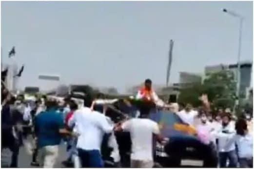 بریکنگ نیوز: غازی پور بارڈر پر بی جے پی کارکنان اور کسانوں کے درمیان جھڑپ، کئی گاڑیوں کے شیشے ٹوٹے