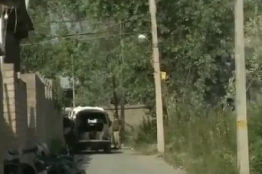 جموں وکشمیر: سری نگر میں ٹاپ لشکر کمانڈر سمیت دو دہشت گرد ہلاک، کل سے جاری ہے تصادم