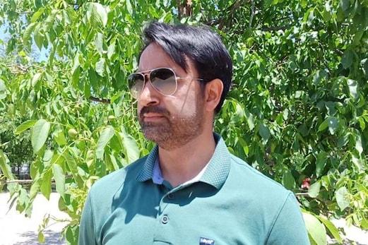 جموں و کشمیر : اعجاز حسین ملک نے اپنی اہلیہ کے ساتھ مل کر بچوں کو غلط کاموں سے دور رکھنے اٹھایا یہ بڑا قدم ، ہر طرف ہورہی تعریف