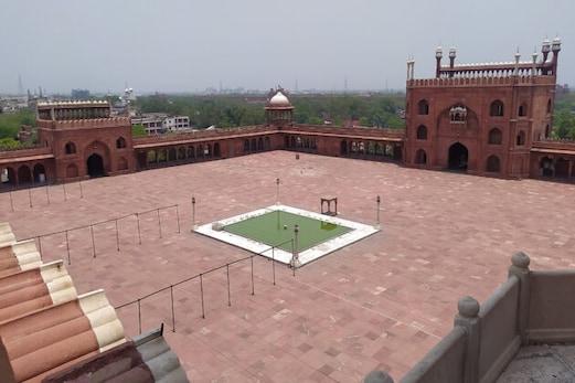 دہلی کے مذہبی مقامات پھر سے ہورہے ہیں گلزار ، لوٹی رونق