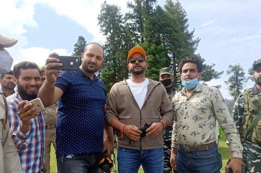 مشہور کرکٹر سریش رینا  نے گلمرگ کا کیا دورہ ، قدرتی حسن کا اٹھایا لطف ، کہی یہ بڑی بات