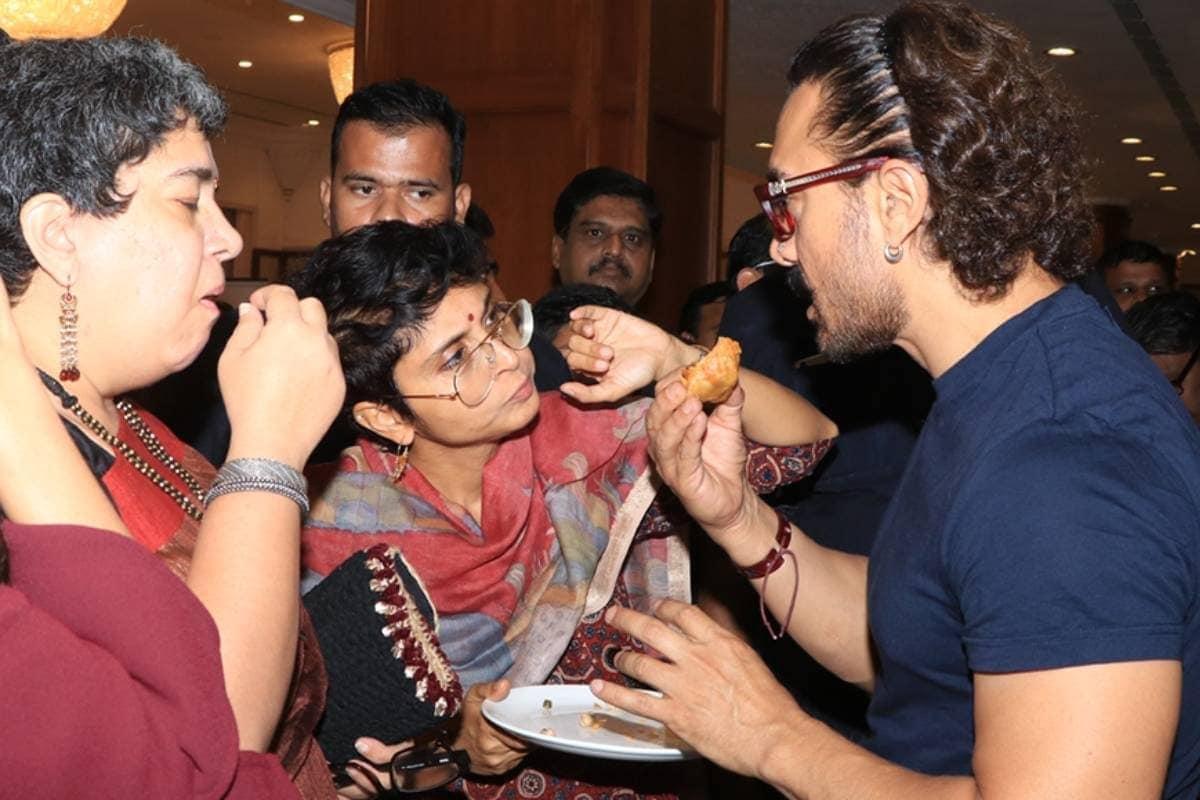 اپنی سابقہ اہلیہ رینا اور اہلیہ کرن راو کے ساتھ عامر خان۔
