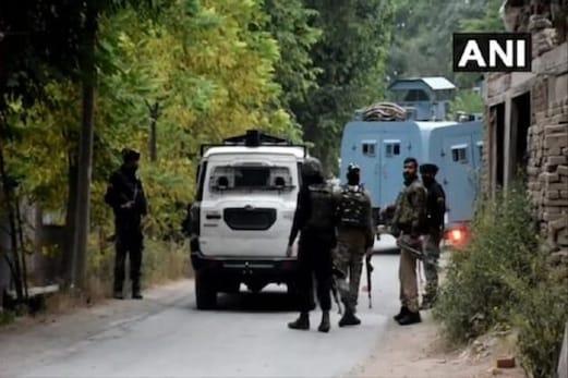 جموں وکشمیر: باندی پورہ میں سیکورٹی اہلکاروں نے ہلاک کئے دو مبینہ دہشت گرد، تصادم جاری