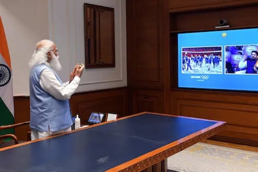 Tokyo Olympics: اولمپک مارچ پاسٹ میں ترنگا لے کر نکلی ہندوستانی ٹیم، وزیر اعظم مودی نے بجائی تالی