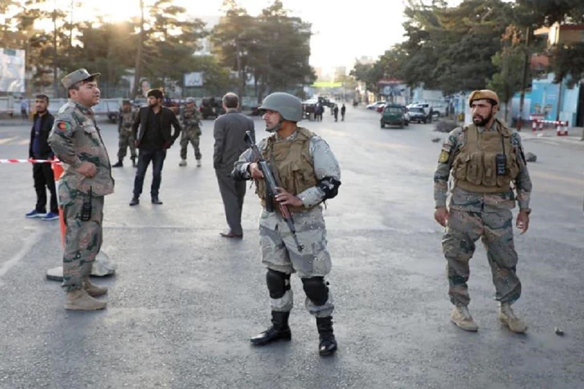 افغان فوج نے کہا کہ ساتویں پولیس ضلع اور پاس کے ڈانڈ ضلع میں ہوئی لڑائی میں تقریباً 70 طالبان جنگجو مارے گئے۔ فائل فوٹو