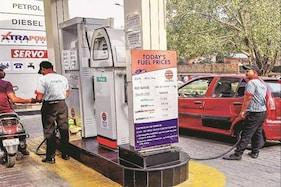 دہلی میں 100 روپے کے پار پہنچے پٹرول پرلگتا ہے تقریبا 56 روپے کا سرکاری ٹیکس