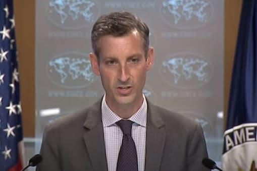 Afghanistan Crisis: امریکی محکمہ خارجہ کے ترجمان نیڈ پرائس نے کہا کہ 'کابل اور واشنگٹن ڈی سی (Washington DC) واقع سفارت خانہ میں کاونسلر اسٹاف بڑھانے کے ساتھ، ہم جو ویزا جاری کرنے کے اہل ہیں، وہ اعدادوشمار مارچ میں  100 سے 813 ہر ہفتے پر پہنچ گیا ہے'۔