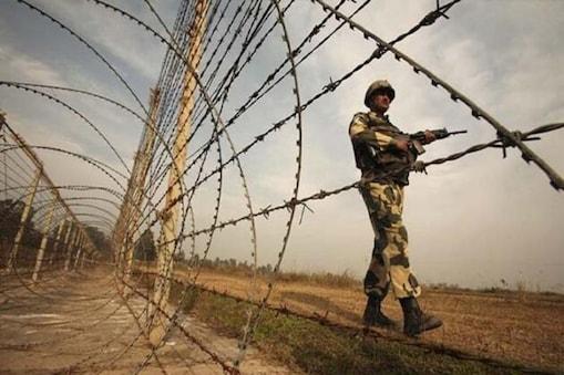 ہندوستانی فوج کے لیفٹیننٹ جنرل ڈی پی پانڈے نے کہا کہ 'ایک بات یاد رکھیں کہ یہاں (جموں وکشمیر میں) سیکورٹی صورتحال ہمارے کنٹرول میں ہے اور اس بارے میں کسی کو فکر مند ہونے کی ضرورت نہیں ہے'۔