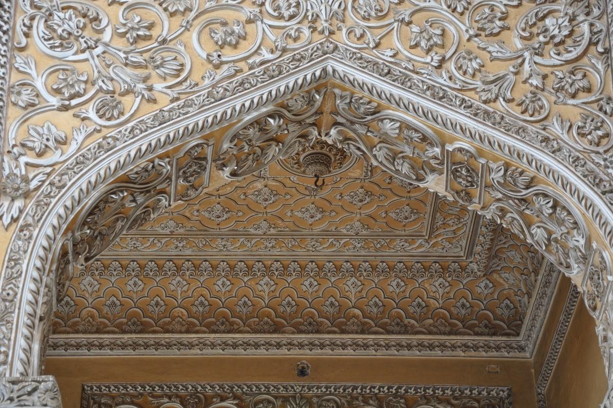 چو محلہ پیلس چار خوبصورت محلات تاہنیات محل ، مہتاب محل ، افضل محل اور آفتاب محل پر مشتمل ہے۔ (تصویر :Shutterstock)۔