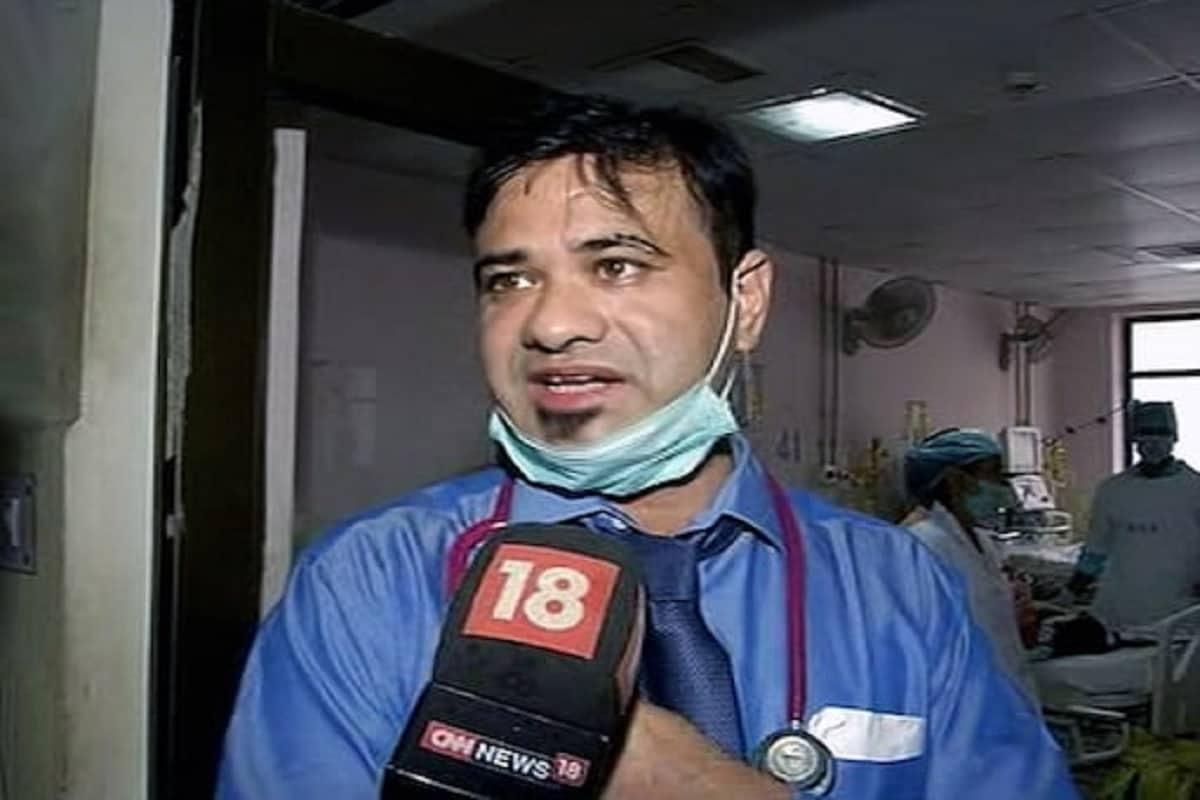 گورکھپور کے بی آر ڈی میڈیکل کالج میں آکسیجن کی کمی سے ہوئی بچوں کی موت کے معاملے میں معطل ڈاکٹر کفیل احمد خان نے اب الہ ہائی کورٹ کا دروازہ کھٹکھٹایا ہے۔ انہوں نے اپنی معطلی کو ہائی کورٹ میں چیلنج دیا ہے۔