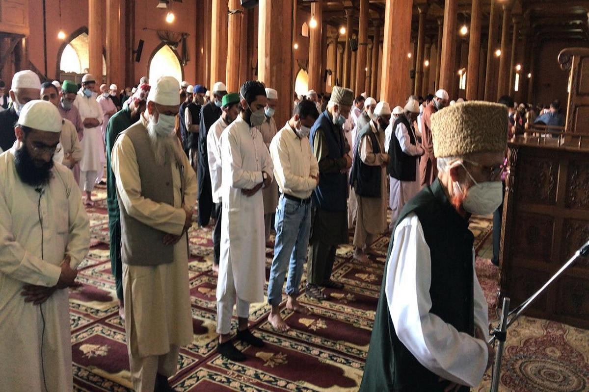 جموں وکشمیر کے مفتی اعظم نے پانچ اگست 2019 کے بعد جموں و کشمیر میں ترقی ہونے کے دعوؤں پر بات کرتے ہوئے کہا: 'یہاں پانچ اگست کے بعد کیا ترقی ہوئی وہ زمینی سطح پر عیاں ہے اس پر کچھ کہنے کی ضرورت نہیں ہے بلکہ ہر طرف مایوسی ہی مایوسی چھائی ہوئی ہے'۔