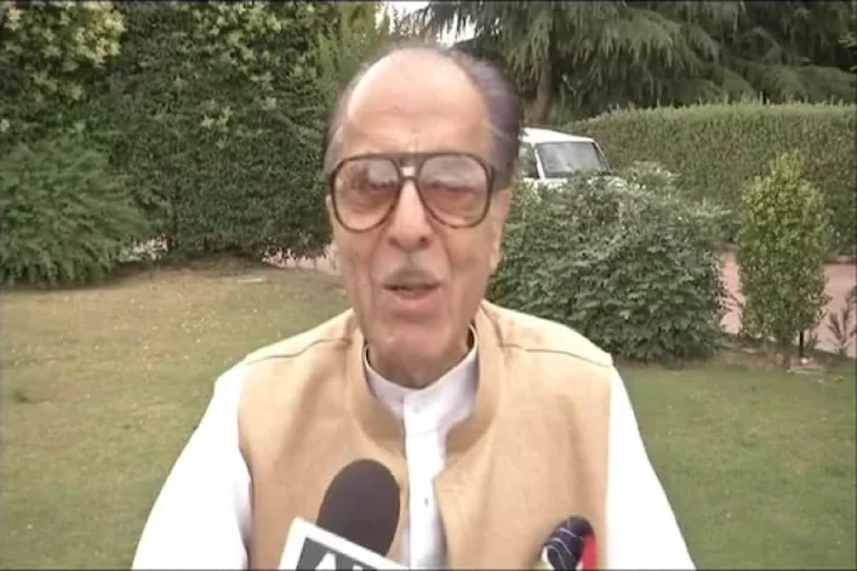 پروفیسر سیف الدین سوز نے یہاں جاری ایک بیان میں کہا کہ محبوبہ مفتی نے یہ کہا ہے کہ کشمیر کا جھگڑا بات چیت سے طے ہو سکتا ہے اور جموں و کشمیر کے لوگوں کے علاوہ پاکستان کے ساتھ بھی بات ہونی چاہئے۔