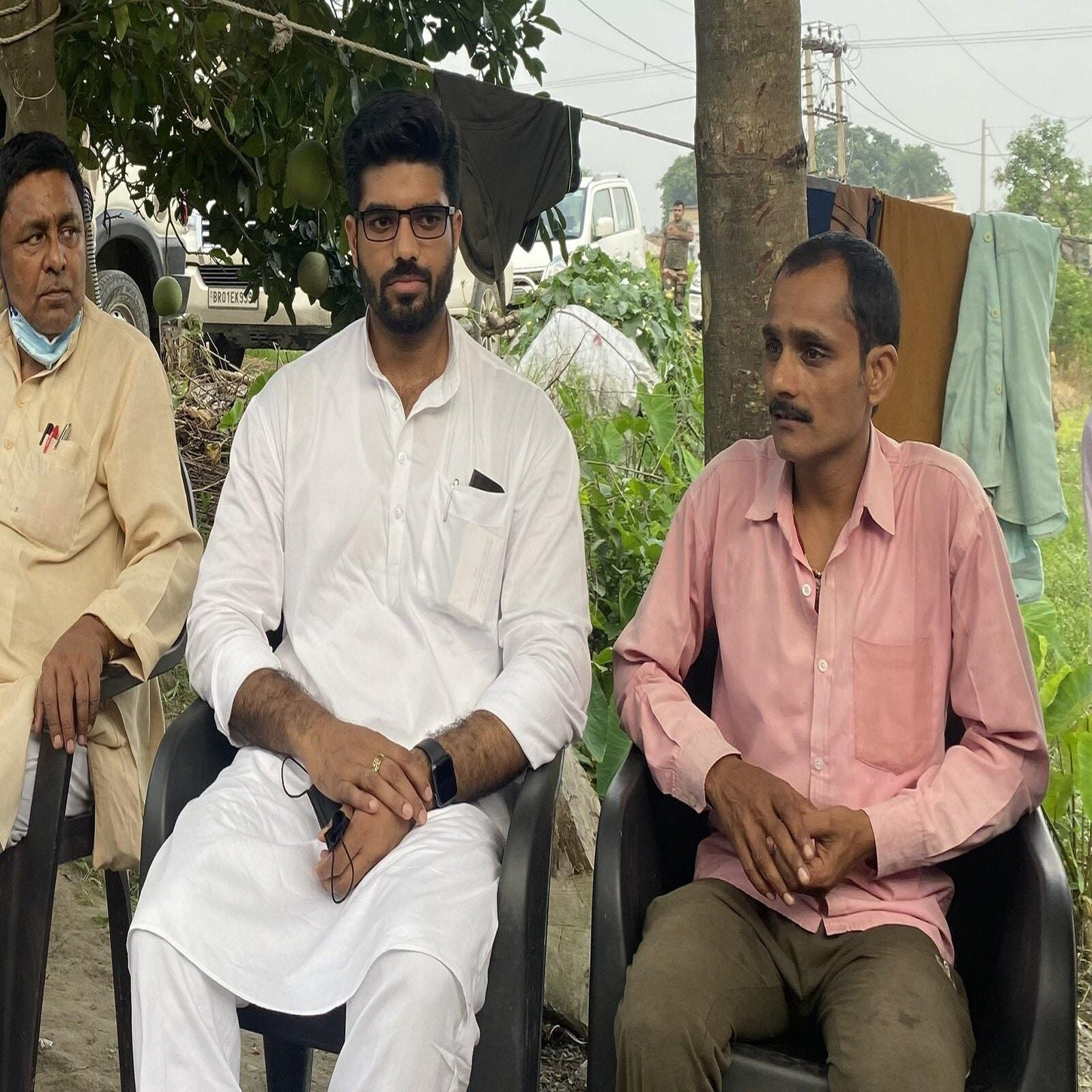 प्रिंस राज ने इसी साल 9 फरवरी को लिखवाई गई एफआईआर में युवती और उसके साथी पर गंभीर आरोप लगाए थे.Prince Raj, Prince Raj accepted sex with girl, Prince Raj LJP Rape case, Rape Case against Prince Raj, Prince Raj LJP News, Chirag Paswan Cousin news, delhi police, bihar news, delhi news, rape charges against mp, samastipur mp chirag paswan case, ram vilas paswan, pashupati oaras, ramchandra paswan, ghaziabad girl, प्रिंस राज, एलजेपी सांसद पर रेप का मामला दर्ज, रामविलास पासवान, चिराग पासवान, पशुपति कुमार पारस, रामचंद्र पासवान, बिहार के एक एमपी पर रेप का मामला दर्ज, बलात्कारी सांसद एलजेपी. चिराग पासवान का नाम में एफआईआर में, गाजियाबाद की लड़की ने प्रिंस पर लगाया रेप का आरोप, दिल्ली एनसीआर न्यूज, बिहार न्यूज, बिहार पॉलिटिक्स