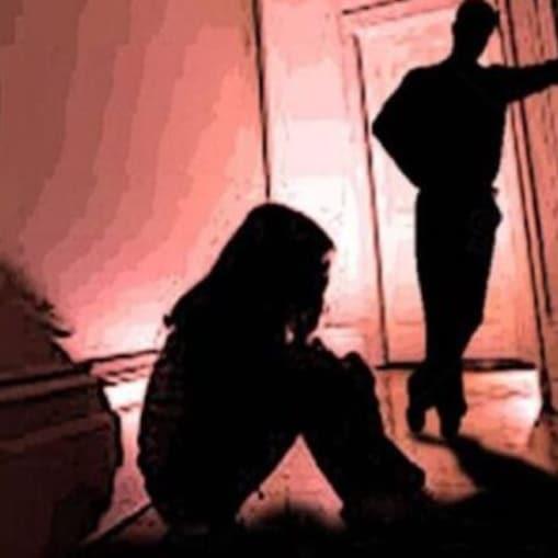 اب تک 23 ملزمین کو گرفتار کیا جا چکا ہے۔ اس بارے میں تازہ ترین معلومات سامنے آرہی ہیں کہ متاثرہ لڑکی کو 9 ماہ قبل ایک نابالغ عاشق نے زیادتی کا نشانہ بنایا تھا۔