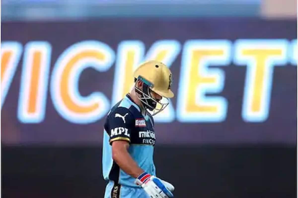حال ہی میں کوہلی نے ہندوستانی ٹی-20 عالمی کپ کے بعد (T20 World Cup) ٹی-20 ٹیم کی کپتانی چھوڑنے کا اعلان کیا ہے۔ اس کے بعد انہوں نے آئی پی ایل 2021 کے بعد رائل چیلنجرس بنگلورو (آر سی بی) کی کپتانی چھوڑنے کا اعلان کردیا۔