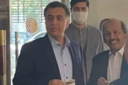 افغانستان : سرکار بنانے میں تاخیر ، آئی ایس آئی چیف پہنچے کابل ، پاکستان چل رہا کیسی چال؟ ۔ فائل فوٹو ۔