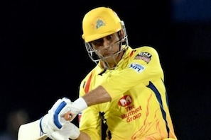 IPL 2021 : چنئی پلے آف میں پہنچنے والی پہلی ٹیم بنی، دھونی کے چھکے سے حیدرآباد کو دی مات