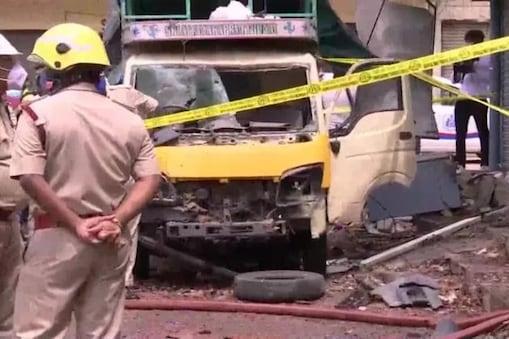 کرناٹک : بنگلور میں پٹاخوں کی دکان میں دھماکہ ، تین افراد کی موقع پر ہی موت، چار زخمی ۔ تصویر : اے این آئی ۔