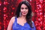 اداکارہ ملیکا شیراوت نے ایشا گپتا کے ساتھ دئے بولڈ انٹیمیٹ سین، سوشل میڈیا پر مچ گیا تہلکہ