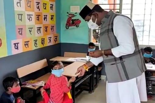 مدھیہ پردیش میں اٹھارہ ماہ بعد کھلے پرائمری اسکول ، ریاستی وزیر نے کیا طلبہ کیا استقبال