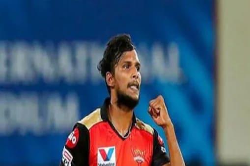 آئی پی ایل پر کورونا کا حملہ ، سن رائزرس حیدرآباد کے کھلاڑی ٹی نٹراجن کورونا پازیٹیو ۔ تصویر : پی ٹی آئی ۔