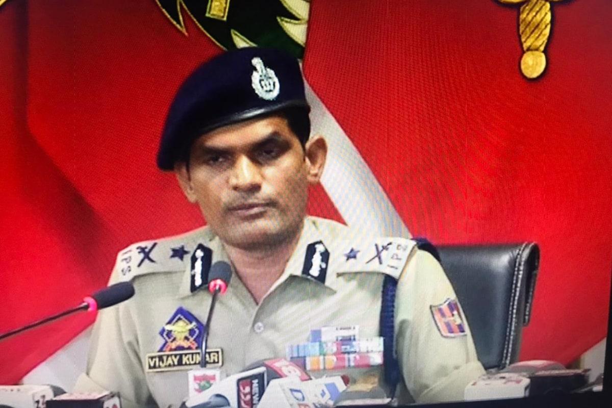 وجے کمار نے کہا کہ نہتے پولیس اہلکاروں اور عام لوگوں پر حملہ کرنے کے لئے پستولیں استعمال کی جارہی ہیں ۔