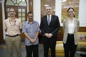 دہلی ماڈل کے مرید ہوئے پولینڈ کے سفیر ایڈم براکوسکی، ساتھ مل کر کام کرنے کی ظاہر کی خواہش