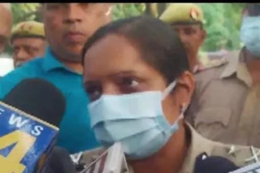 لکھنو آئی جی لکشمی سنگھ نے بتایا کہ جن دو لوگوں کو حراست میں لیا گیا ہے ، ان سے پوچھ گچھ کی جارہی ہے ۔