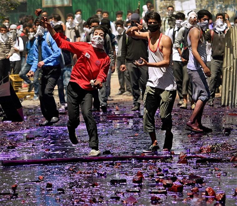 Students pelting stones in Kashmir