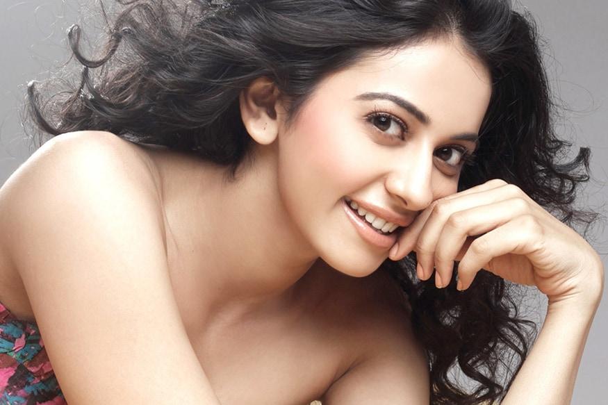 பத்தாவது இடத்தை நடிகை ரகுல் ப்ரீத் சிங் பிடித்துள்ளார்.