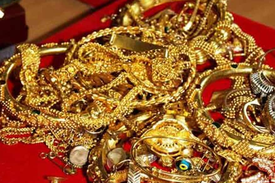 வங்கிகளில் விவசாயிகளுக்கு 7 சதவீத வட்டியில் நகைக் கடன் வழங்கப்படுகிறது. இதில் முறையாக திரும்ப செலுத்துவோருக்கு 3 சதவீத வட்டி தொகை மானியமாக வழங்கப்படும்.