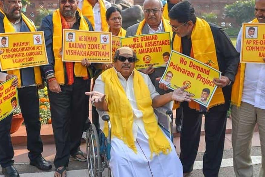 ஆந்திராவுக்கு சிறப்பு அந்தஸ்து கோரி கடந்த 2018-ம் ஆண்டில் நடைபெற்ற போராட்டத்தின்போது நரமல்லி சிவபிரசாத் ஒவ்வொரு நாளும் ஒவ்வொரு வேடமணிந்து நாடாளுமன்றத்திற்கு வருவார்.