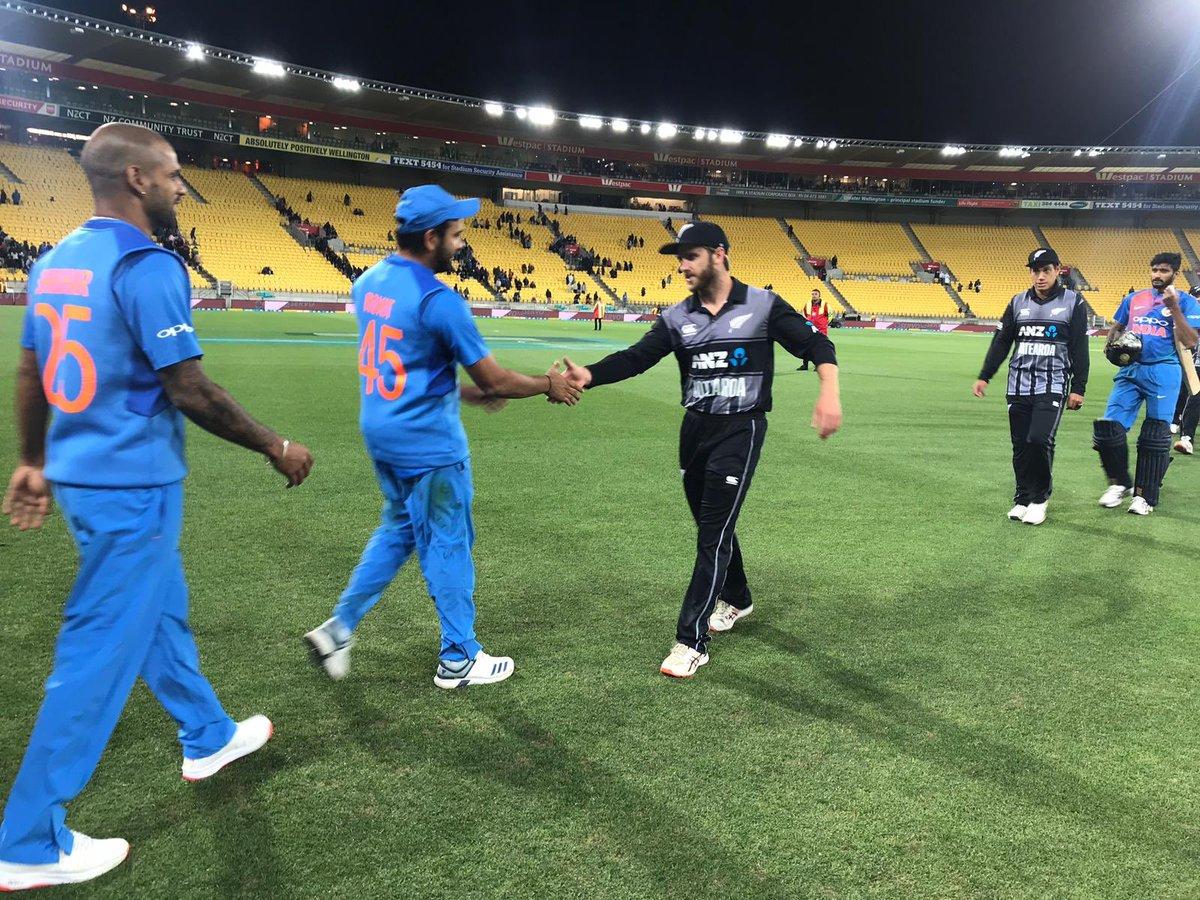 இதனால், 80 ரன்கள் வித்தியாசத்தில் வெற்றி பெற்ற நியூசிலாந்து அணி 3 போட்டிகள் கொண்ட டி-20 தொடரில் 1-0 என முன்னிலை வகிக்கிறது. இதுவே டி-20 போட்டியில் இந்தியாவின் மிகப்பெரிய தோல்வியாகும். (ICC)