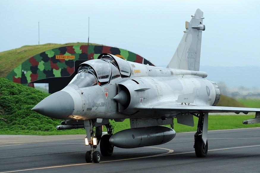 இந்திய அரசிடம் ரஷ்யாவில் உருவாக்கப்பட்ட Sukhoi Su-30MKI மற்றும் MiG 29 ஜெட் போர் விமானங்கள் இருந்த போதும் கார்கில் போரில் பயன்படுத்தப்பட்ட மிராஜ் 2000-ஐ பயன்படுத்தி இந்தத் தாக்குதலை விமானப்படை நடத்தியுள்ளது.