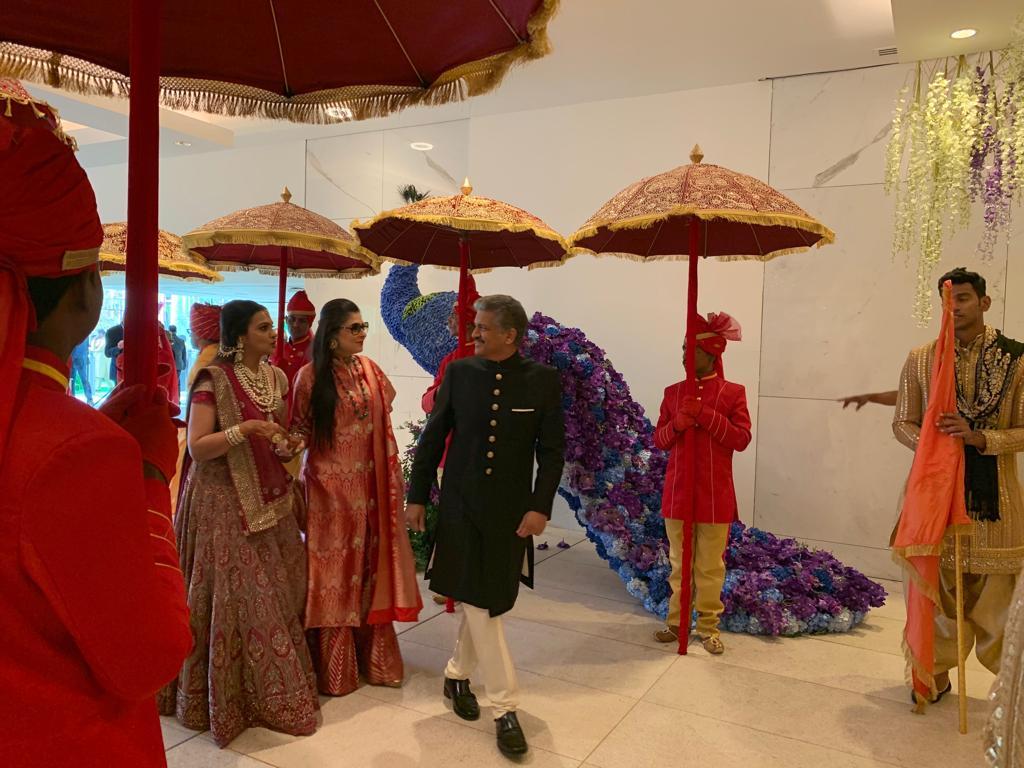 நிடா அம்பானி மற்றும் இஷா அம்பானி(Image: News18)