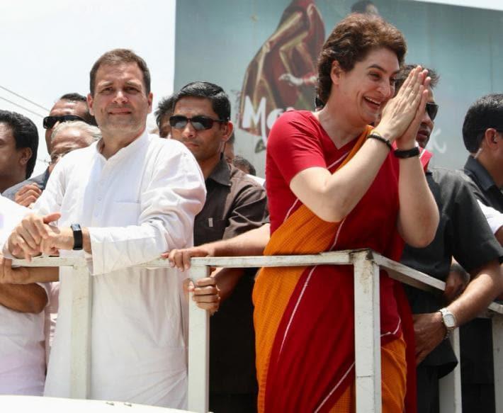 வாகனத்தில் பேரணியாகச் சென்ற ராகுல்-பிரியங்கா. (Image: UPCC)
