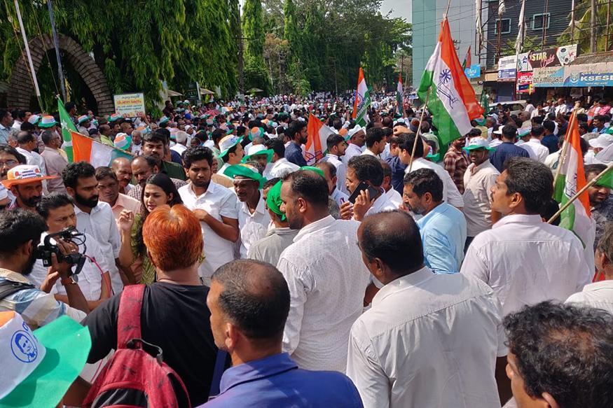ராகுலுக்காக காத்திருந்த காங்கிரஸ் தொண்டர்கள் (Image: News18)